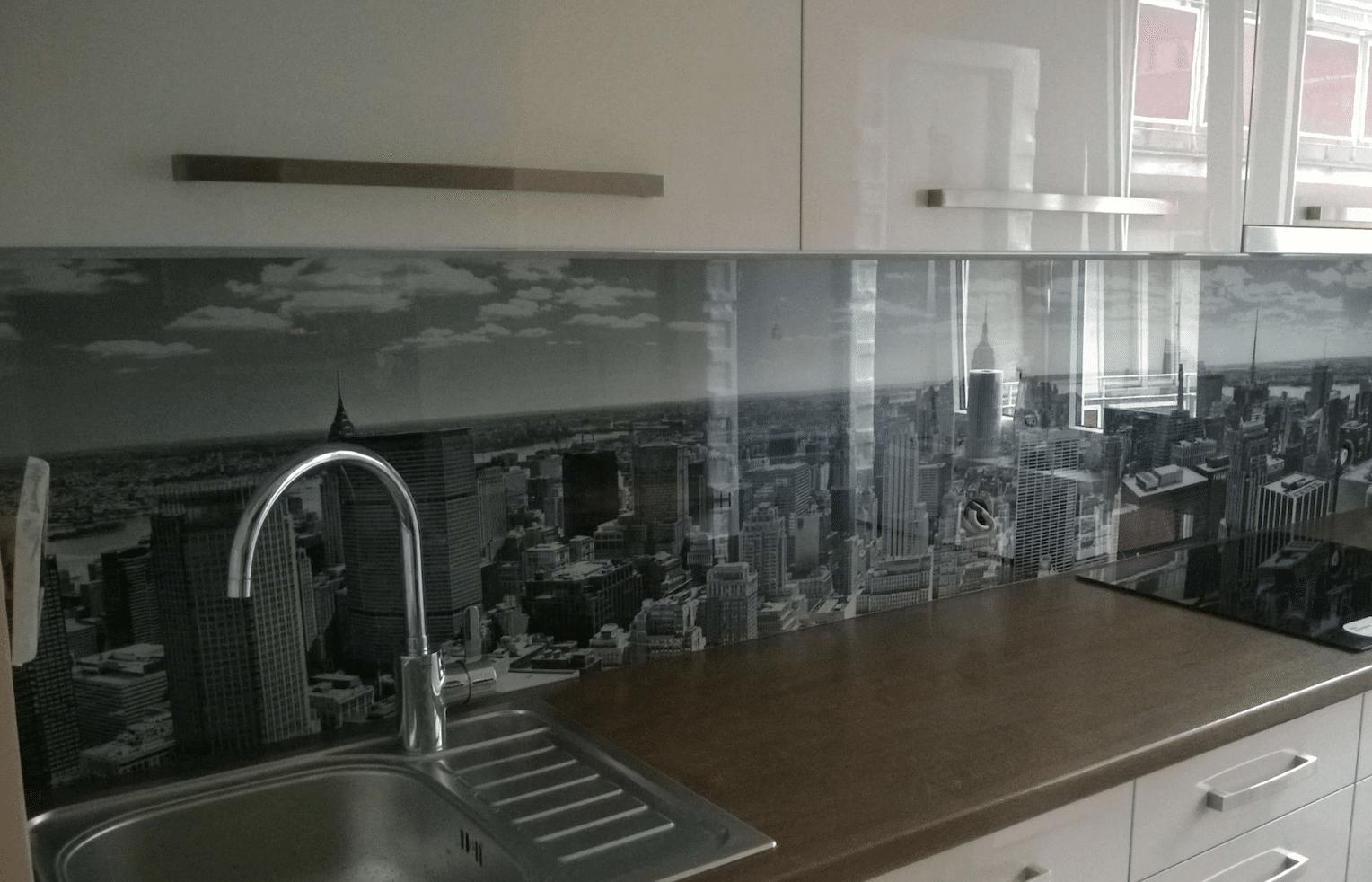 glass-backsplash-kitchen